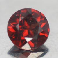 gemstone: โกเมน-Garnet size: 5.0x5.0 carat: 3.30Ct.