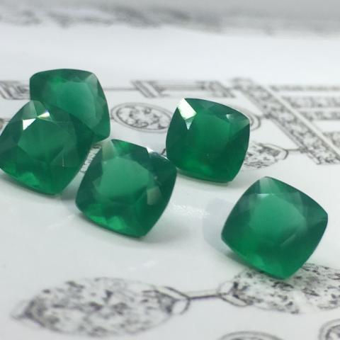 agate อัญมณีสีเขียว พลอยเขียวส่อง พลอยมรกต เสริมดวง ดูดวง ราศีพฤษ green sapphire emerald ราคาถูก ของแท้