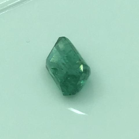 พลอยมรกต Emerald อัญมณีสีเขียว เสริมดวงวันพุธ เสริมราศีพฤษภา พลอยดิบ พลอยแท้ มีใบเซอร์ โคลัมเบีย แซมเบีย