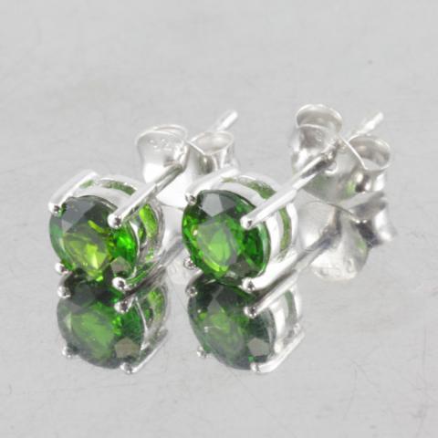 Chrome Diopside พลอยกรีนโครมไดออบไซด์ พลอยโกเมนเขียว Emerald อัญมณี พลอยเขียวส่อง พลอยมรกต เสริมดวงราศีพฤษ green sapphire พลอยแท้ พลอยดิบ แก้ชง วันพุธ