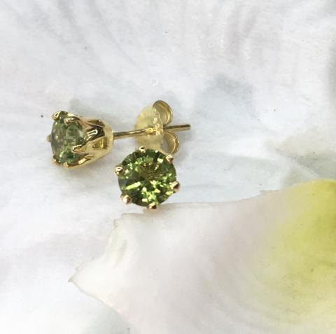 peridot earring ต่างหูพลอยเพอริดอท เสริมดวง แก้ชง ราศ๊สิงห์ พลอยแท้ พลอยดิบ วันพุธ หินนำโชค ดูดวง ราคาถูก มีใบเซอร์