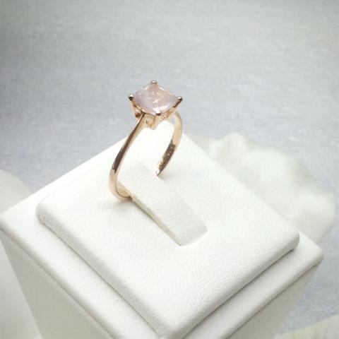 แหวนพลอยควอทซ์สีกุหลาบ พบอยสีชมพูอ่อน พลอยเสริมดวงวันอังคาร พลอยเสริมความรัก rose quartz  ring ดูดวงแก้ชง