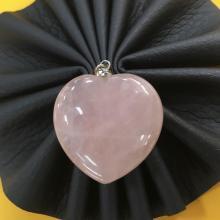 Rose Quartz หินโรสควอตซ์ ควอทซ์กุหลาบ หินแห่งความรัก สีชมพู เสริมดวง แก้ชง หัวใจ