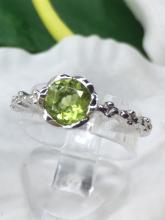 peridot ring แหวนพลอย เพอริดอท เสริมดวง แก้ชง ราศ๊สิงห์ พลอยแท้ พลอยดิบ วันพุธ หินนำโชค ดูดวง ราคาถูก มีใบเซอร์